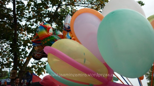 balon warna warni